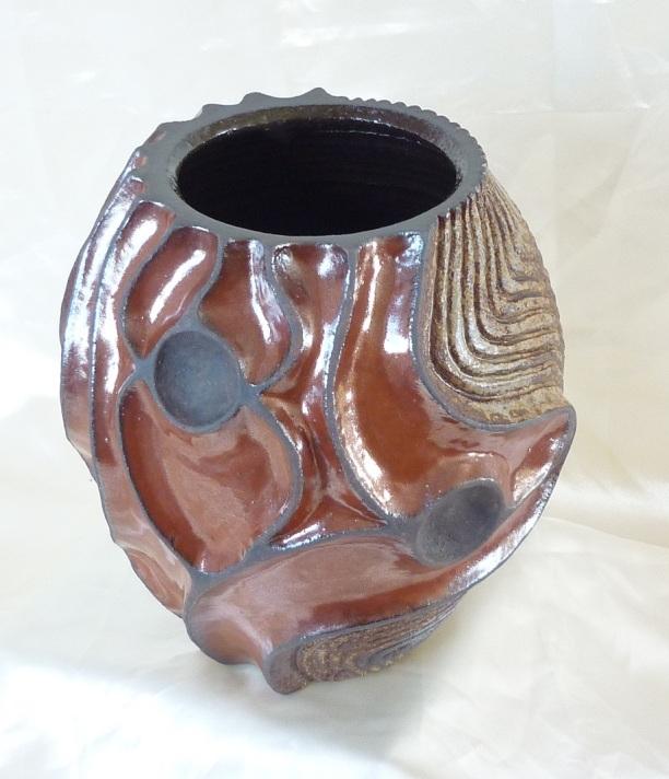 vase-pansu-a-relief-rouge-de-fer-et-cendre-2