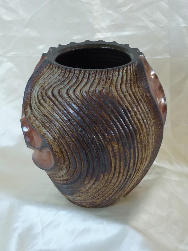 vase-pansu-a-relief-rouge-de-fer-et-cendre-3